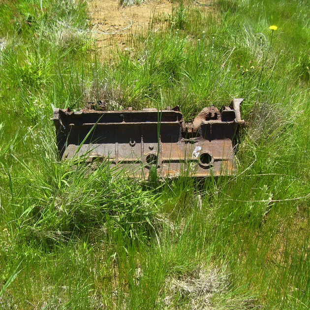 Lake Eucumbene Ruins - engine.JPG
