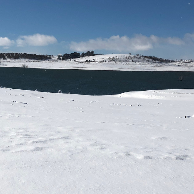 Heavy overnight snow at Lake Eucumbene.J