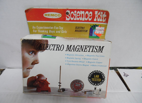 new in box. remco science kit. electro magnetism.box is damaged