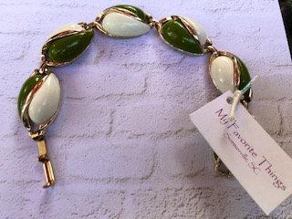 Vintage Mod Green & White Lucite panel bracelet
