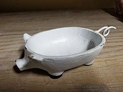 CAST IRON WHT PIG SOAP DISH