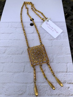 Goldtone Egyptian Revival goldtone necklace, 18 inches