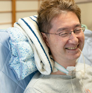 僕にとってこの病気は 魂の修行の一環 今世のラスボス 課題を与えられるので、それに向き合うだけです。 いずれ人は死ぬので ALSだからと言って 生きることを簡単に放棄する必要はないと思っています。 かっこ悪いよね。 命を放棄すること。