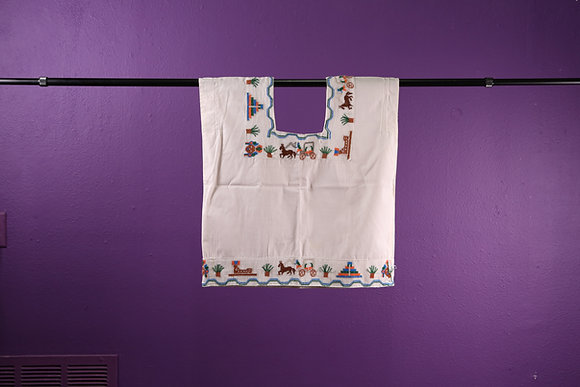 Embroidered Top with horse and carriage, White