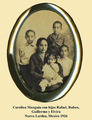 Carolina Munguía with her children, 1926