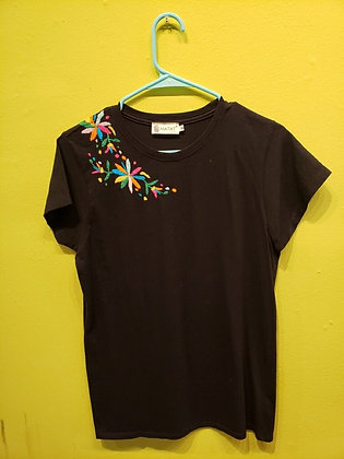 La Red - Otomi Shoulder Embroidery T-shirts