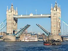 Iconic London Sightseeing Tour - The tale of two cities.