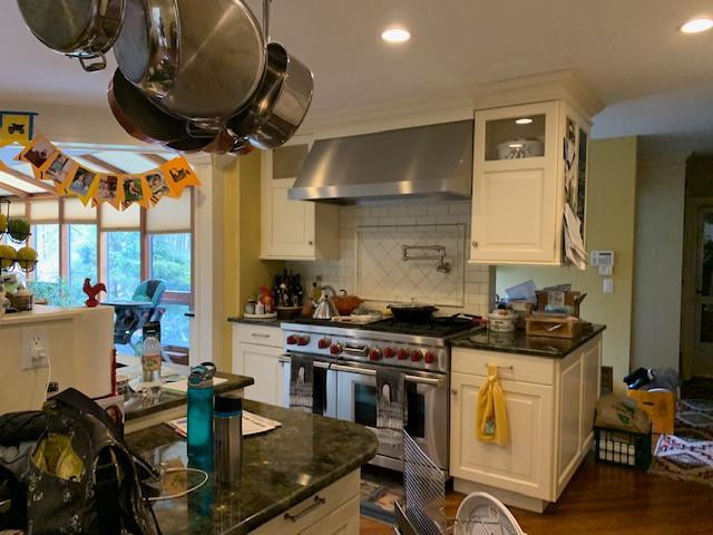 20 Kings kitchen before jpg.jpg