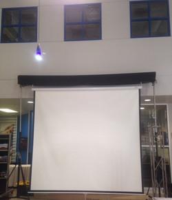 base pantalla 3 metros y proyector