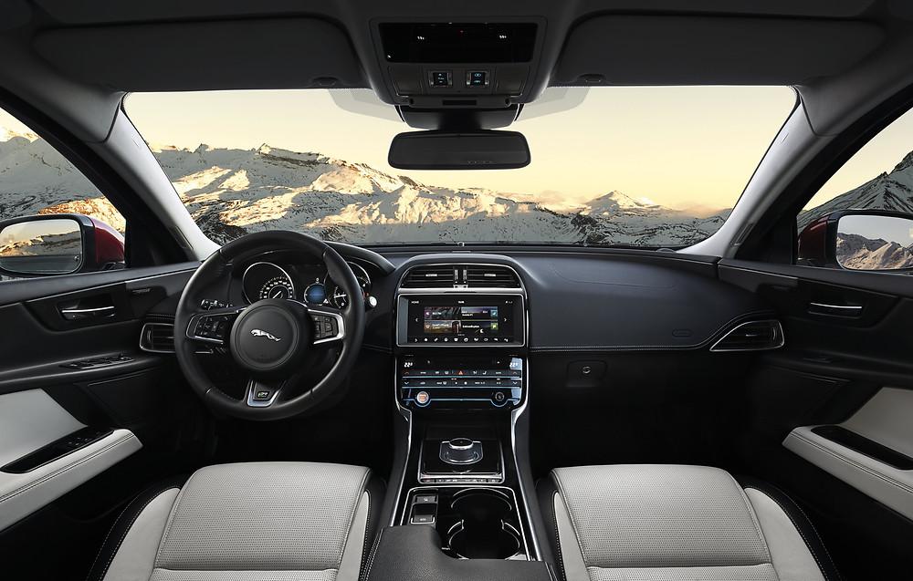 Jaguar XE AWD - interior
