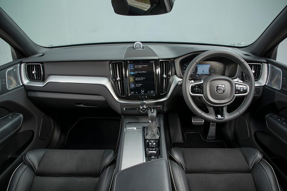 2017 Volvo XC60 D5 R-Design dashboard