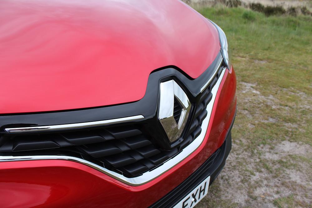 Renault Kadjar grille and badge