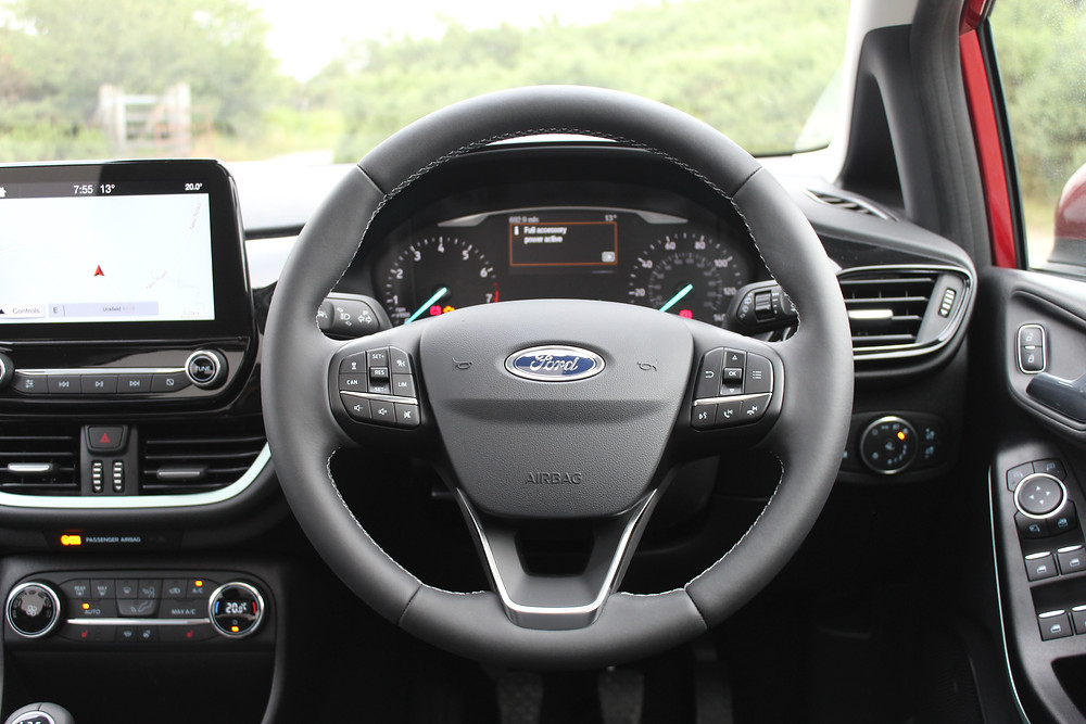 Ford Fiesta 1.0T EcoBoost Titanium - steering wheel