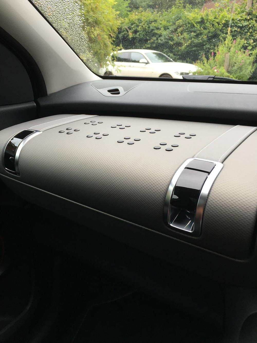 2016 Citroën C4 Cactus Rip Curl Glove Box