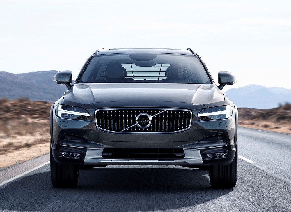 2017 Volvo V90 Cross Country - front