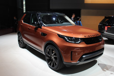 2017 Land Rover Discovery stars at Paris Motor Show