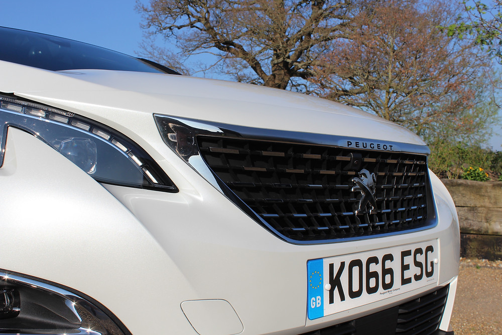 Peugeot 3008 1.2 Puretech 120 GT Line - headlights and grille