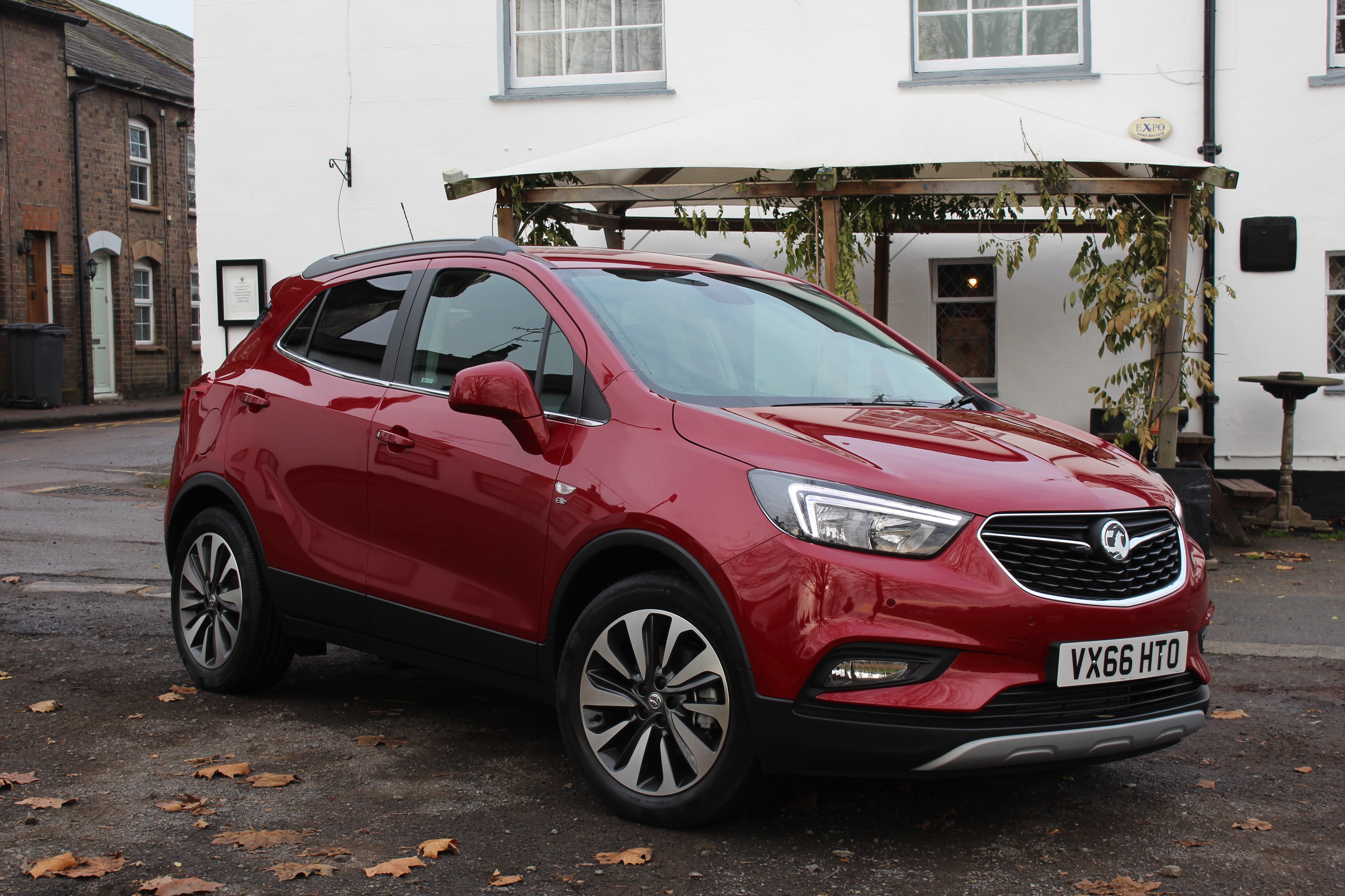 2017 vauxhall mokka x 1 6cdti 136ps elite review car reviews driver 39 s seat. Black Bedroom Furniture Sets. Home Design Ideas