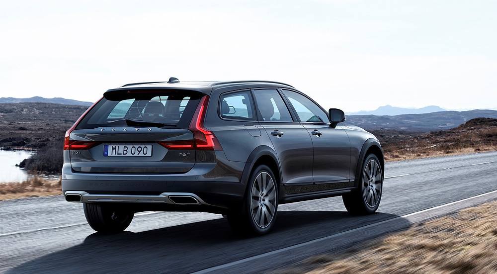 2017 Volvo V90 Cross Country - rear
