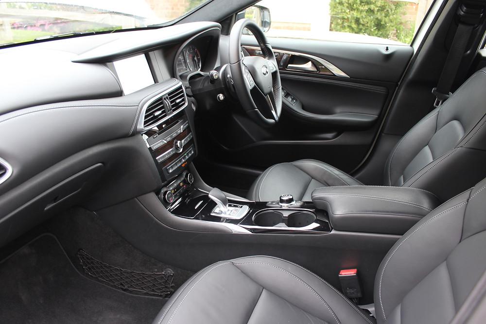 2017 Infiniti Q30 - front interior
