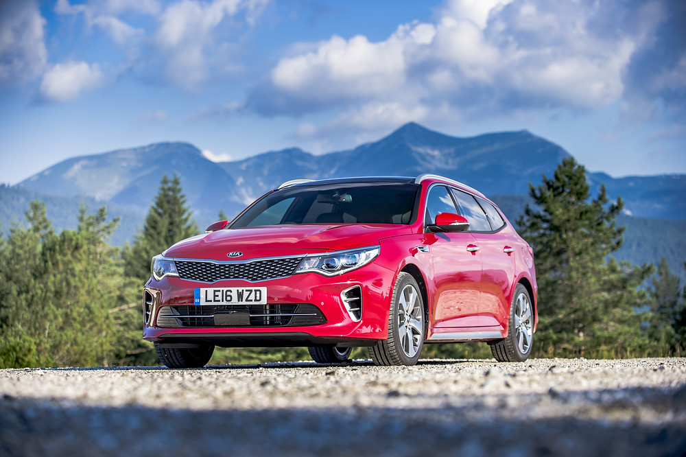 Kia Optima Sportswagon - front three-quarters