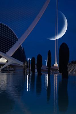 Luna nueva en la Ciudad de las artes y las ciencias