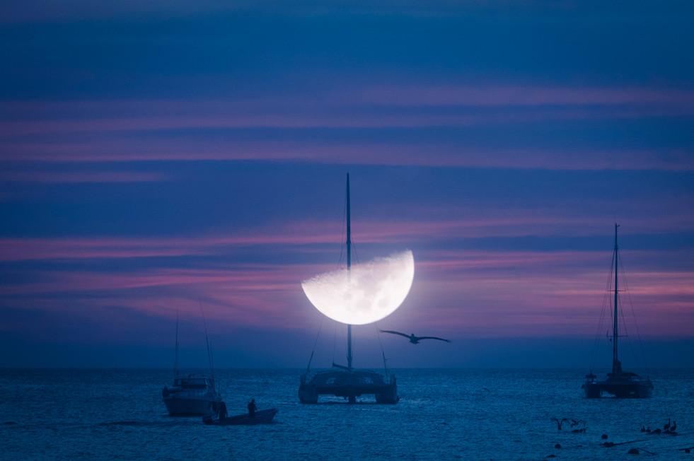 Luna clavada