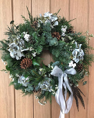 White and silver wreath with hydrangea h