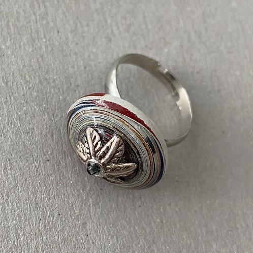Ring mit tellerförmiger Papierperle, Silbrige Metallperle