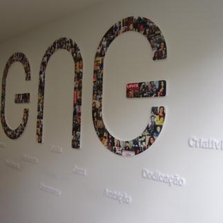 Logotipo GNG em material PVC revestido com vinil impresso