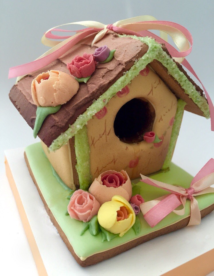 Spring cookie bird house