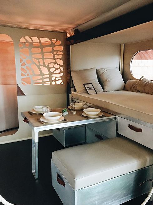 A l'intérieur d'un mobile Van