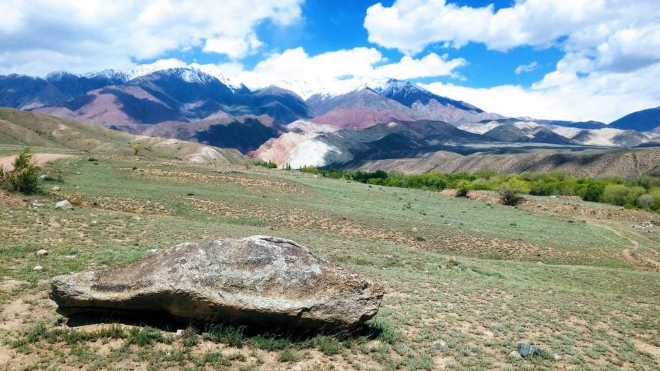 Bergtoppen Kirgizië.jpeg
