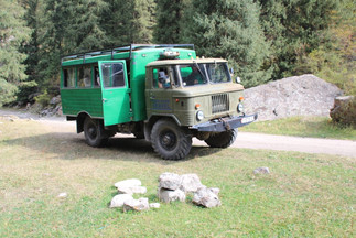 Jeep in Kirgizië.jpeg