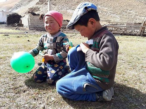 Kinderen Kirgizië.jpeg