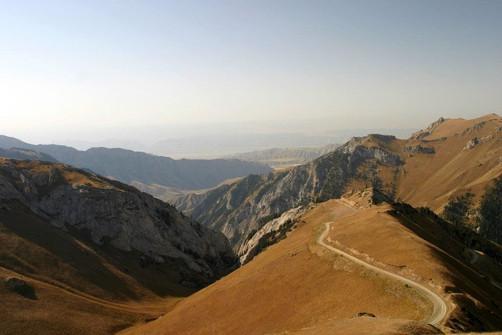 Landschap bergen Kirgizië.jpeg