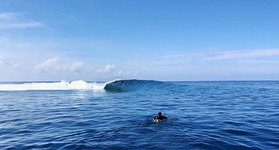 tahiti surf guide, tahiti surf trip,tahiti surf hostel,tahiti surf adventure,tahiti surf camp