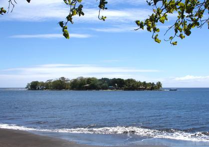 Small island or 'motu' in Tahiti. Perfect surf in tahiti. Tahiti surf adventures, 4X4 SURF TOURS TAHITI