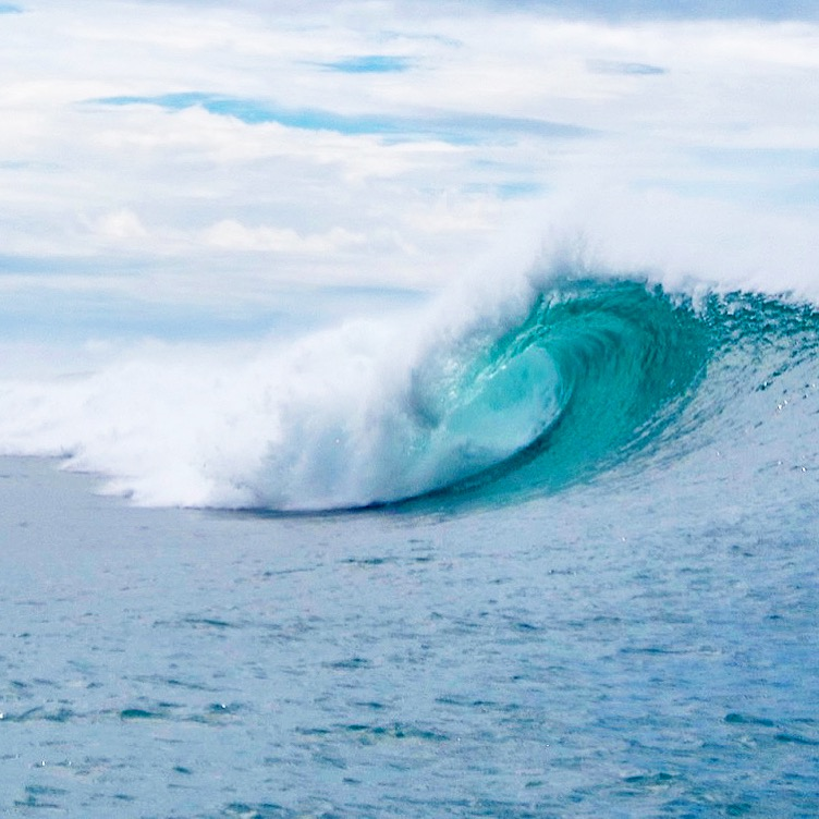 4x4 surf tours provides international surf excursions. Packages include airfare, accommodations, all meals, etc. 4x4surftours.com