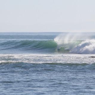 Right Pointbreak Baja California. Surf Camp