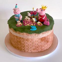 Novelty_Cakes_PeppaPig_1.jpg