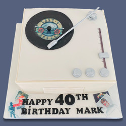 Novelty_Cakes_record_player.jpg