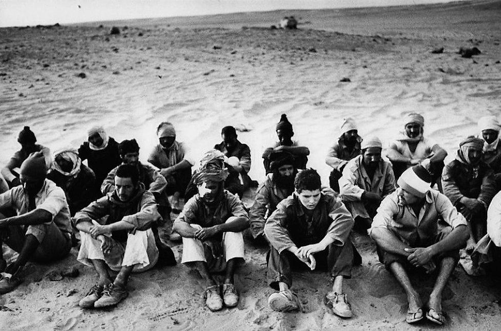 Front Polisario. Près de Tindouf. Maroc. Photographies de Jacques Bravo. prisonniers dans le désert