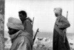 Front Polisario. Guelta Zemmour. Maroc. Photographies de Jacques Bravo. Combattants de Profil avec une arme