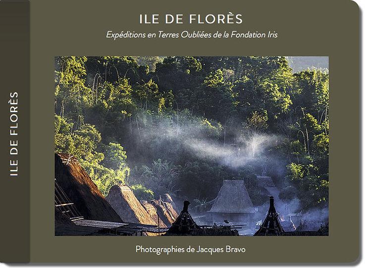 Carnet de voyage du photographe Jacques Bravo dans les peties iles de la sonde en Indonésie. Iles de Flor§s et village de Bena
