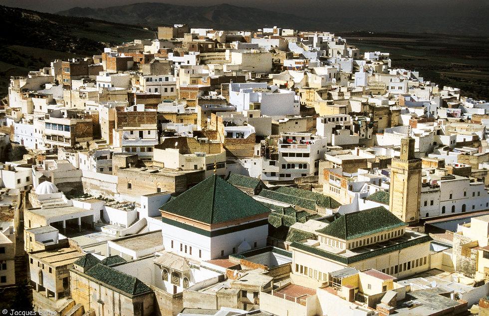 Mausolée et la ville de Moulay Idriss. Jacques Bravo