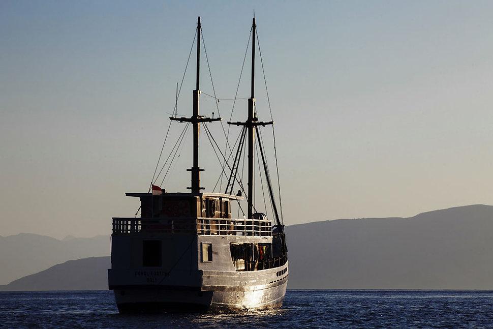 Ile de Rusa, ile déserte, petites iles de la Sonde, Indonésie, Jacques Bravo