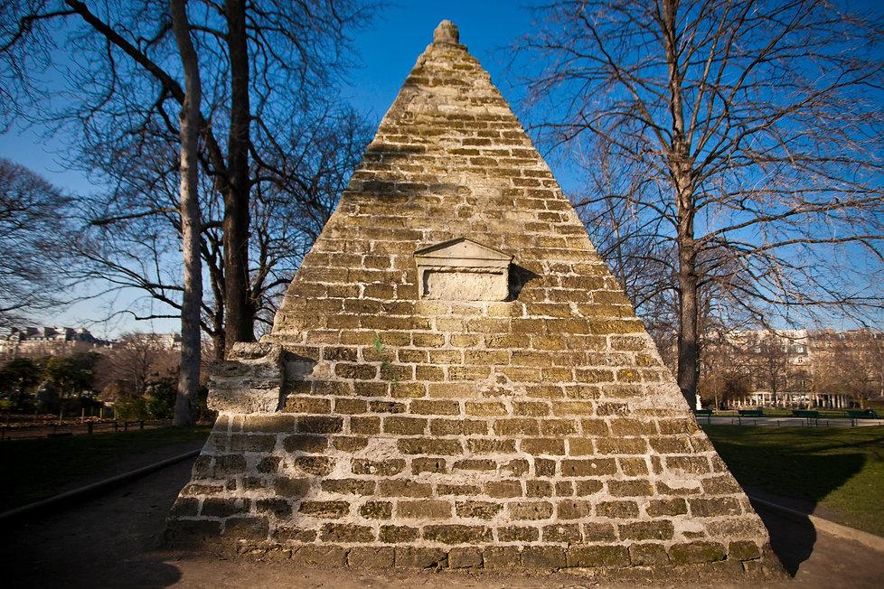 Pyramide, Parc Monceau
