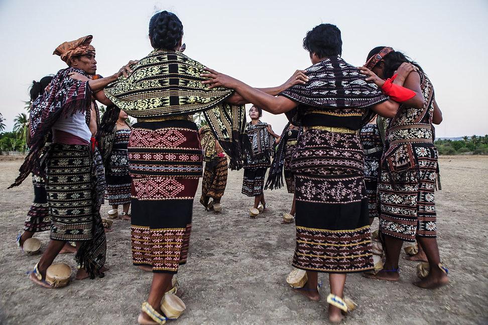 Ile de Savu, danse-Ile de Savu, Village megalithique-Ile de Savu-Indonesie-Jacques Bravo