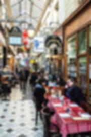 Restaurants dans le passage des Panoramas.